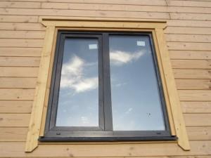 установка окна в деревянный дом